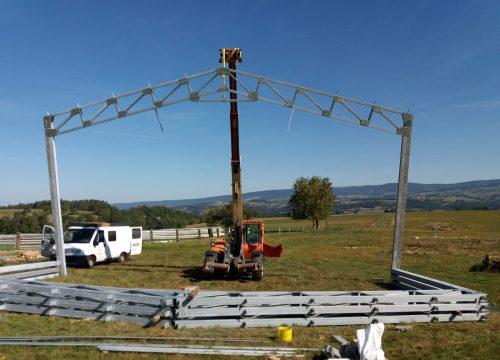Bâtiment bipente de 13m14 d'entraxe entre poteaux.